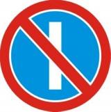 B-37 Zakaz postoju w dni nieparzyste. Oznacza zakaz postoju pojazdów w nieparzyste dni miesiąca; zakaz nie obowiązuje od godziny 21 do 24. Jeżeli zakaz wyrażony znakiem B-37 nie jest uprzednio odwołany przez taki sam znak z tabliczką T-25c, to obowiązuje do najbliższego skrzyżowania