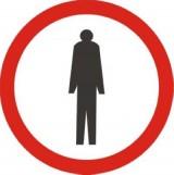 B-41 Zakaz ruchu pieszych. Oznacza zakaz ruchu pieszych po tej stronie drogi, po której znak jest umieszczony