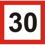 BT-1 Ograniczenie prędkości. Oznacza zakaz przekraczania prędkości określonej na znaku liczbą kilometrów na godzinę przez kierującego tramwajem jadącego torem, przy którym jest on umieszczony. Zakaz obowiązuje od miejsca umieszczenia znaku do najbliższego skrzyżowania (rozwidlenia) torów lub miejsca ustawienia znaku BT-2