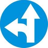 C-7 Nakaz jazdy prosto lub w lewo. Zobowiązuje kierującego do jazdy prosto lub w lewo; znak ten może być umieszczony na przedłużeniu osi drogi (jezdni) lub na samej jezdni. Znak obowiązuje na najbliższym skrzyżowaniu lub w miejscu, gdzie występuje możliwość zmiany kierunku jazdy