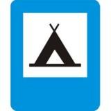 D-30 Obozowisko (camping). Informuje o wskazanym na znaku obiekcie znajdującym się przy drodze. Znak może być umieszczony w innym miejscu niż po prawej stronie jezdni
