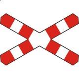 G-3 Krzyż św. Andrzeja przed przejazdem kolejowym jednotorowym. Wyznacza miejsce zatrzymania się w związku z ruchem pociągu lub innego pojazdu szynowego na przejeździe kolejowym bez zapór lub półzapór; informuje, że na przejeździe występuje jeden tor