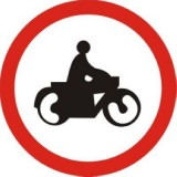 B-4 Zakaz wjazdu motocykli. Oznacza zakaz ruchu motocykli