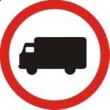 B-5 Zakaz wjazdu samochodów ciężarowych. Oznacza zakaz ruchu: samochodów ciężarowych o dmc > 3,5 t, ciągników samochodowych, pojazdów specjalnych i używanych do celów specjalnych o dmc >3,5 t, ciągników rolniczych, pojazdów wolnobieżnych
